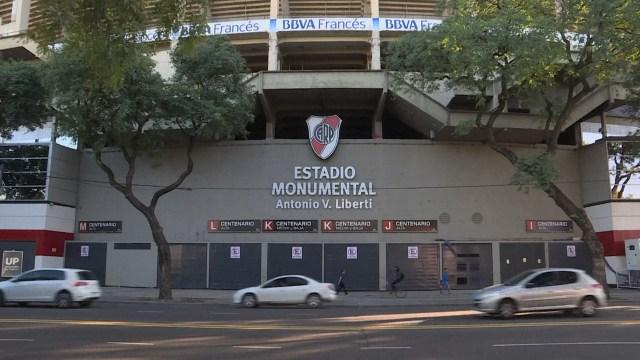 River queda concentrado en el estadio Monumental, al que llegó en horas del mediodía. Gallardo armó un entrenamiento especial en el gimnasio tras la suspensión.