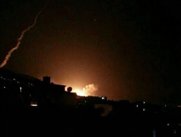 El cielo sobre la capital Damasco se iluminó como consecuencia de los ataques