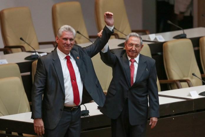 Miguel Díaz con Raúl Castro(Reuters)