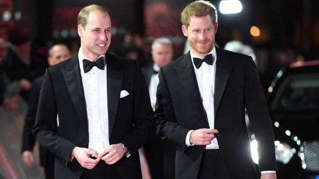 Los príncipes William y Harry (AP)