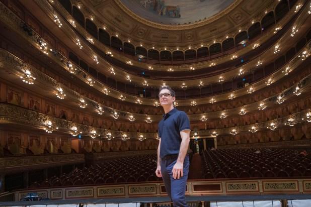Pedro Alonso también visitó el teatro Colón durante su breve paso por la Argentina