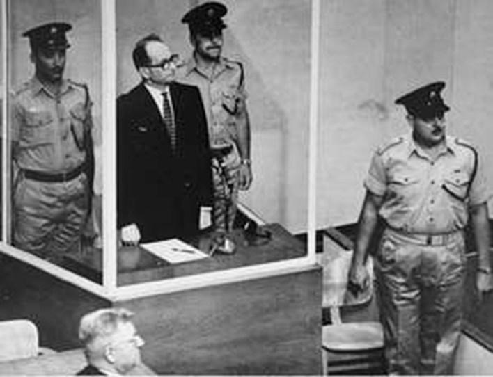 Adolf Eichmann durante su juicio en Jerusalén en 1961