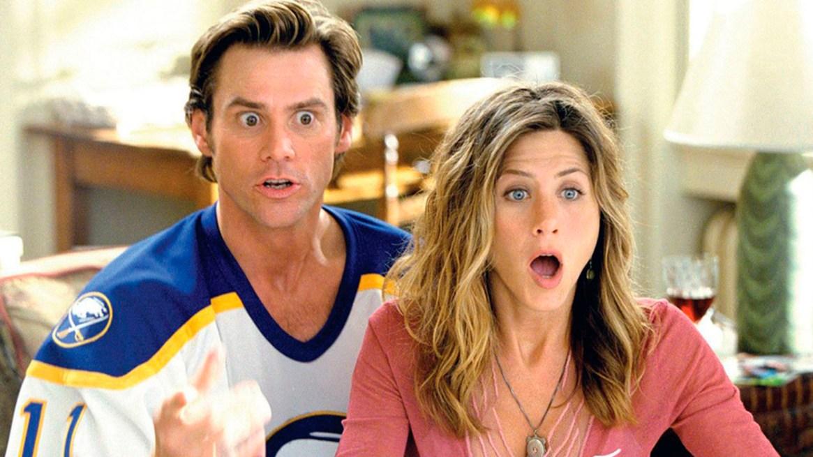 """En sus años de trayectoria, Jennifer Aniston trabajó con grandes comediantes de  Hollywood. Aquí con Jim Carrey en una escena de """"Todopoderoso"""""""