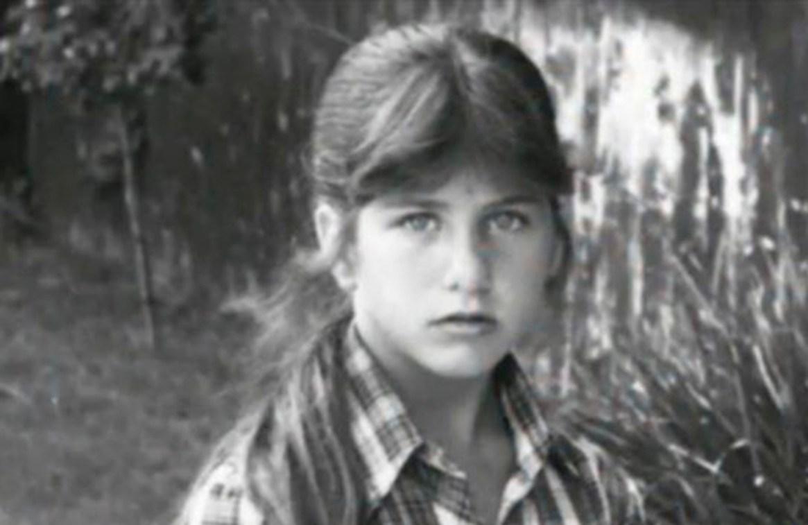 Es hija del actor John Aniston, y de la actriz y modelo Nancy Dow. Creció en Nueva York pero en su juventud se mudó a Los Ángeles para concretar su sueño de ser actriz. Dow murió en 2016