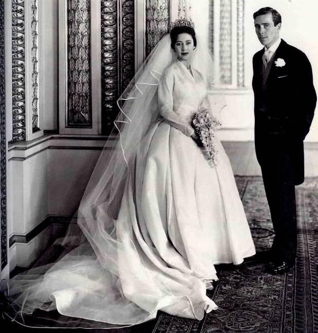El diseño atemporal del vestido de novia fue acompañado por la fastuosa colección de piezas de la reina María de Inglaterra