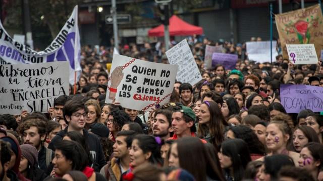 En paralelo a la manifestación decenas de colegios, facultades y universidades fueron paradas (AFP)