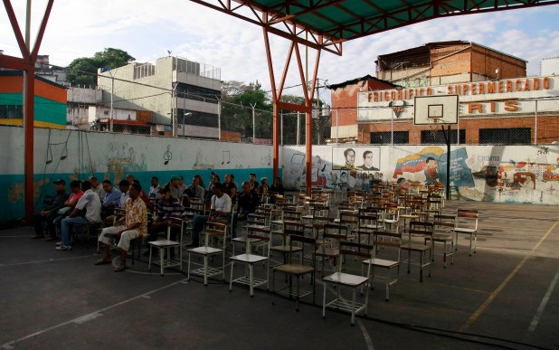 Los cuestionados comicios comenzaron con poca participación en Venezuela (AFP)