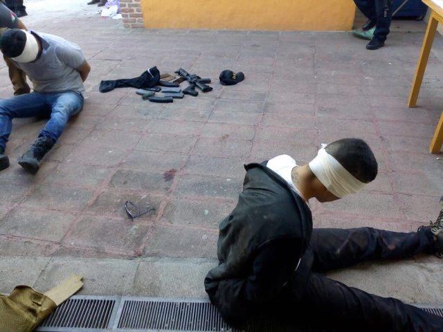Los dos detenidos por las autoridades mexicanas, luego del atentado del lunes en Guadalajara.