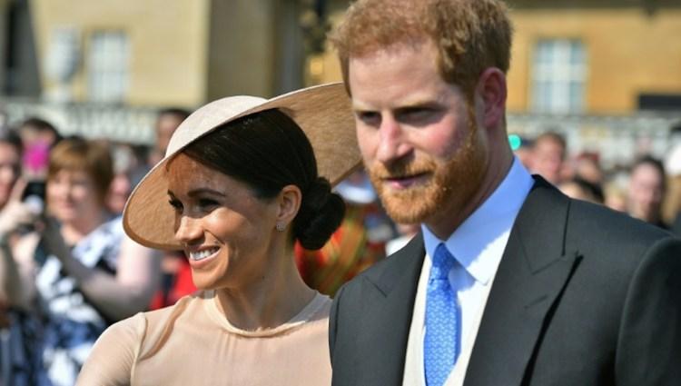 Los duques de Sussex, Meghan Markle y el príncipe Enrique de Inglaterra, en la celebración del 70º cumpleaños del príncipe de Gales, en el Palacio de Buckingham el 22 de mayo de 2018 (POOL/AFP – Dominic Lipinski)