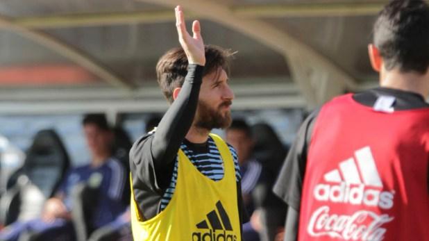 Leo Messi montó un show en el entrenamiento abierto de despedida del plantel mundialista(@Argentina)