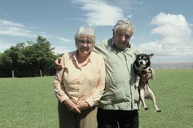El ex presidente junto a su esposa Lucía Topolansky y Manuela.