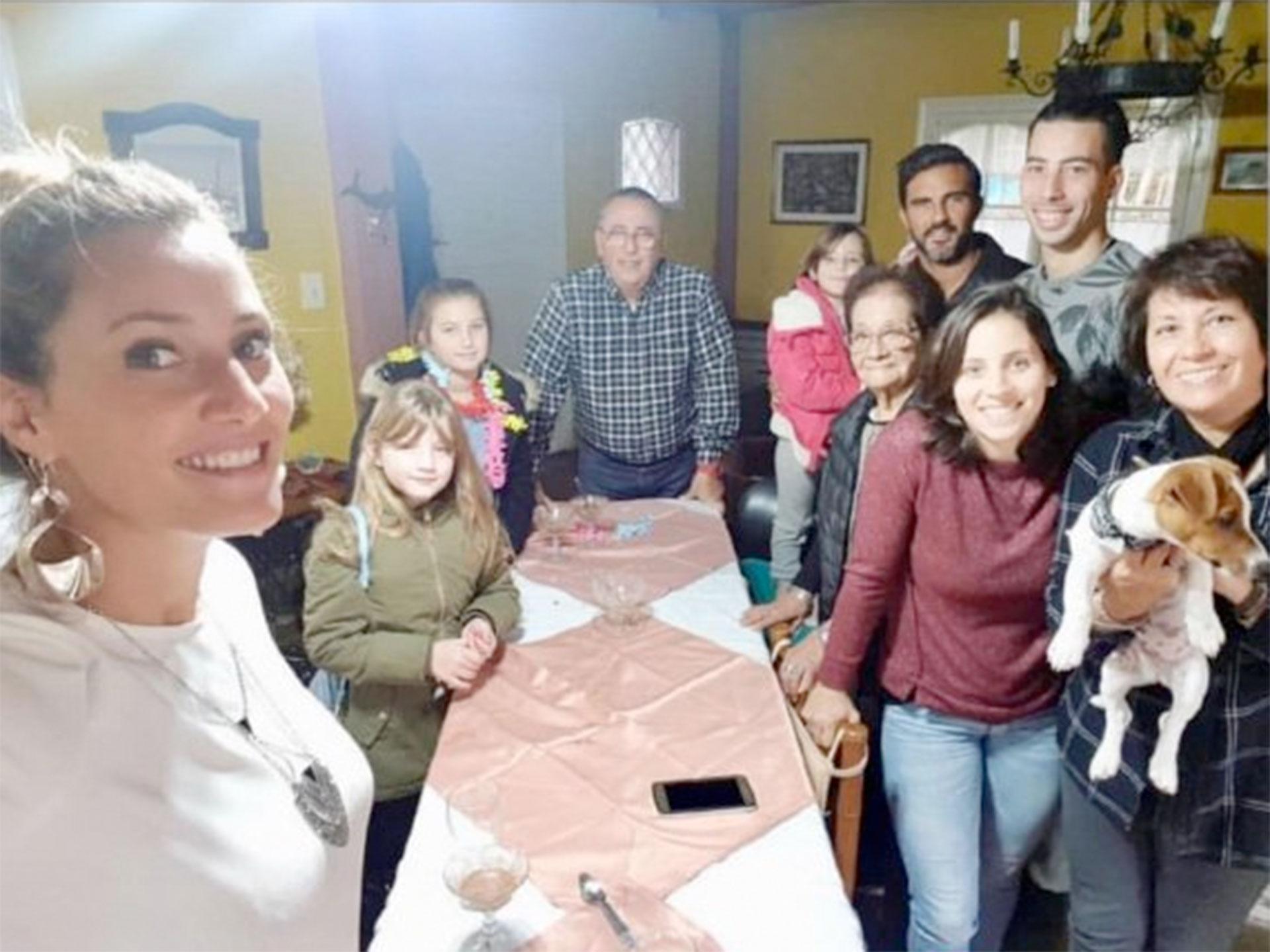 Cubero visitó con sus hijas a la familia de Mica Viciconte. (Foto: Instagram)