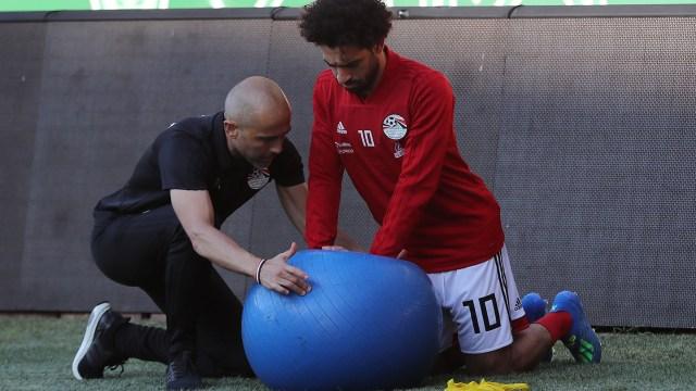 Mohamed Salah está recuperado de su lesión y sería titular frente a Uruguay(AFP)