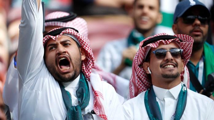Hinchas de Arabia Saudita antes del comienzo del primer partido del Mundial y del primer partido del Grupo A, que también integran Uruguay y Egipto(AP Photo/Hassan Ammar)