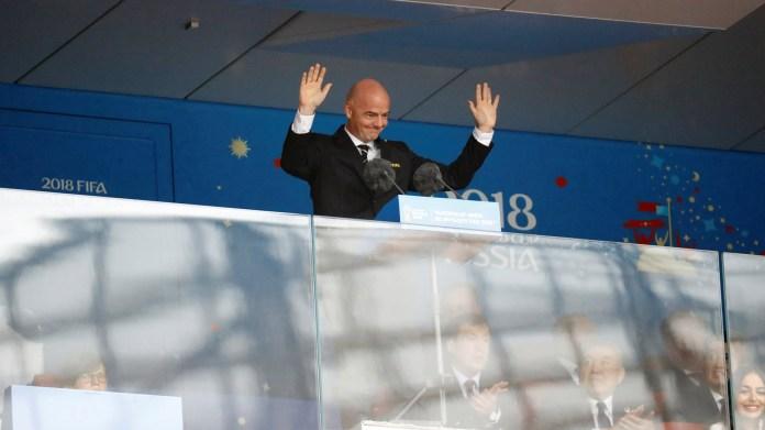 """""""El Mundo conquistará el fútbol durante el próximo mes"""", dijo el Presidente de la FIFA, Gianni Infantino, en su discurso de apertura, posterior a la presentación del presidente ruso (REUTERS/Kai Pfaffenbach)"""