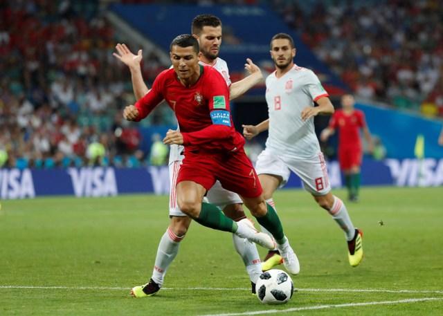 Cristiano entró al área y Nacho le tocó la pierna derecha (Reuters)