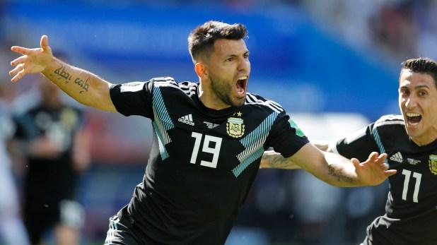 Pese a su gran temporada Sergio Agüero sigue sin ser convocado a la Selección. Ángel Di María, por su parte, volvió a ser llamado tras el Mundial (AP Photo/Victor Caivano)