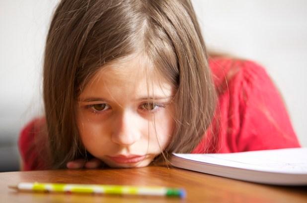 Pero a diferencia de los adultos, que cuando duermen mal simplemente se sienten más cansados, el niño se hiperactiva para vencer ese sueño (se mueve más, está inquieto y desatento)