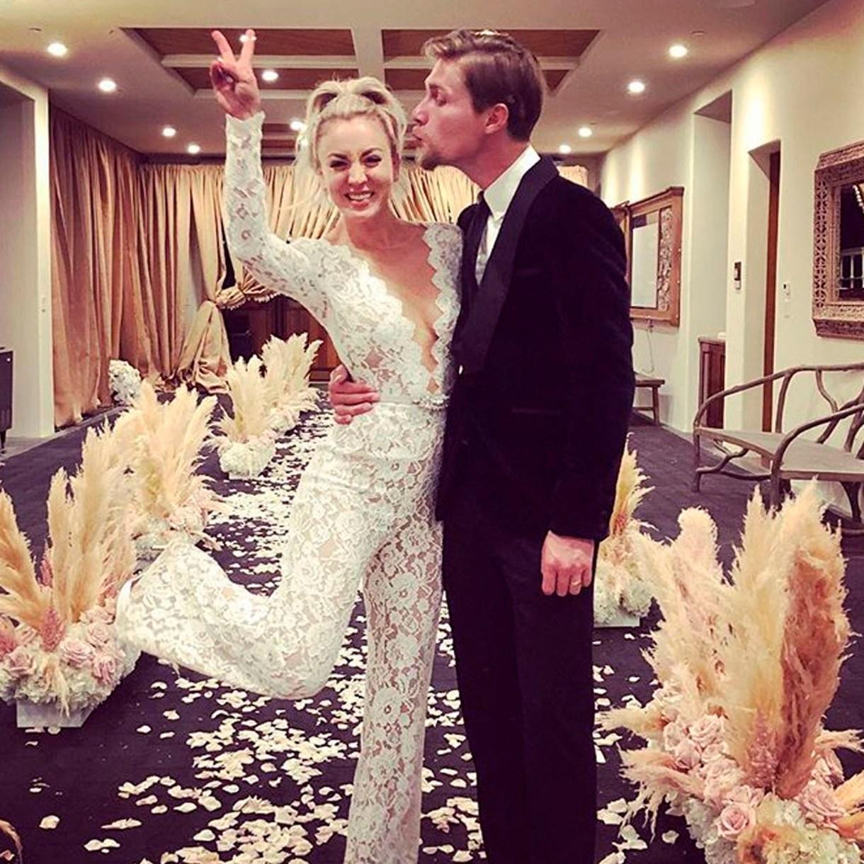 Kaley Cuoco con su esposo Karl Cook