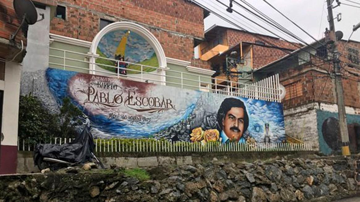 En la década de los 80's Pablo Escobar reclutó a jóvenes en la comuna 13 para formar una red de sicariato.