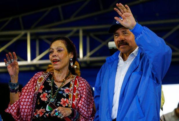 El dictador nicaragüense Daniel Ortega y su esposa y vicepresidente Rosario Murillo durante un acto en Managua (REUTERS/Oswaldo Rivas)