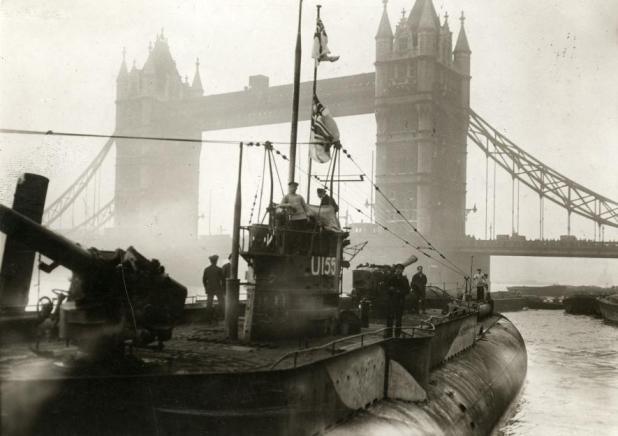 Submarino alemán U151 en Londres, tras el fin de la guerra