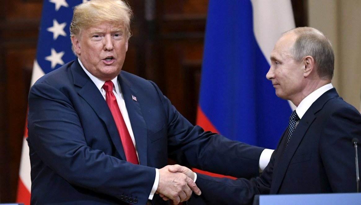 Donald Trump y Vladimir Putin durante la cumbre de Helsinki en julio de 2018. Sus vínculos con el mandatario ruso marcaron su gobierno desde el comienzo
