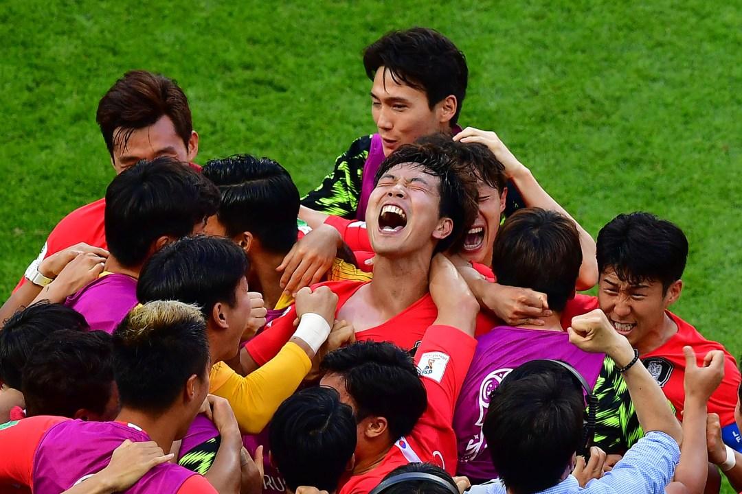Grito de desahogo del plantel surcoreano a instantes de consumarse la victoria ante Alemania