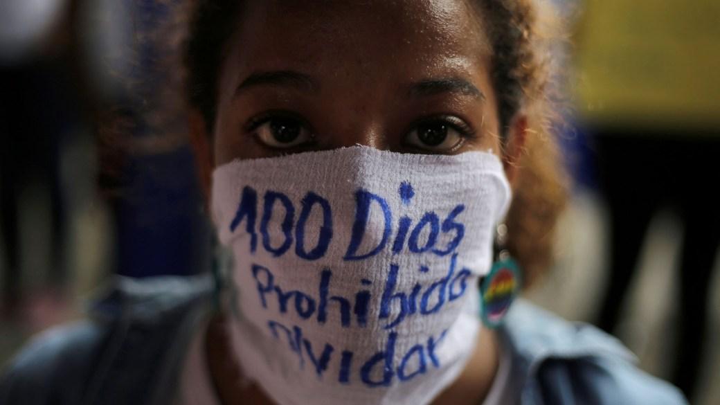 Los jóvenes conmemoraron los cien días de protestas con una particular manifestación (Reuters)