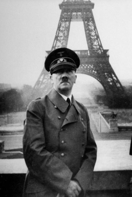 La Torre Eiffel cumple 130 años: su historia en 20 fotos - Infobae