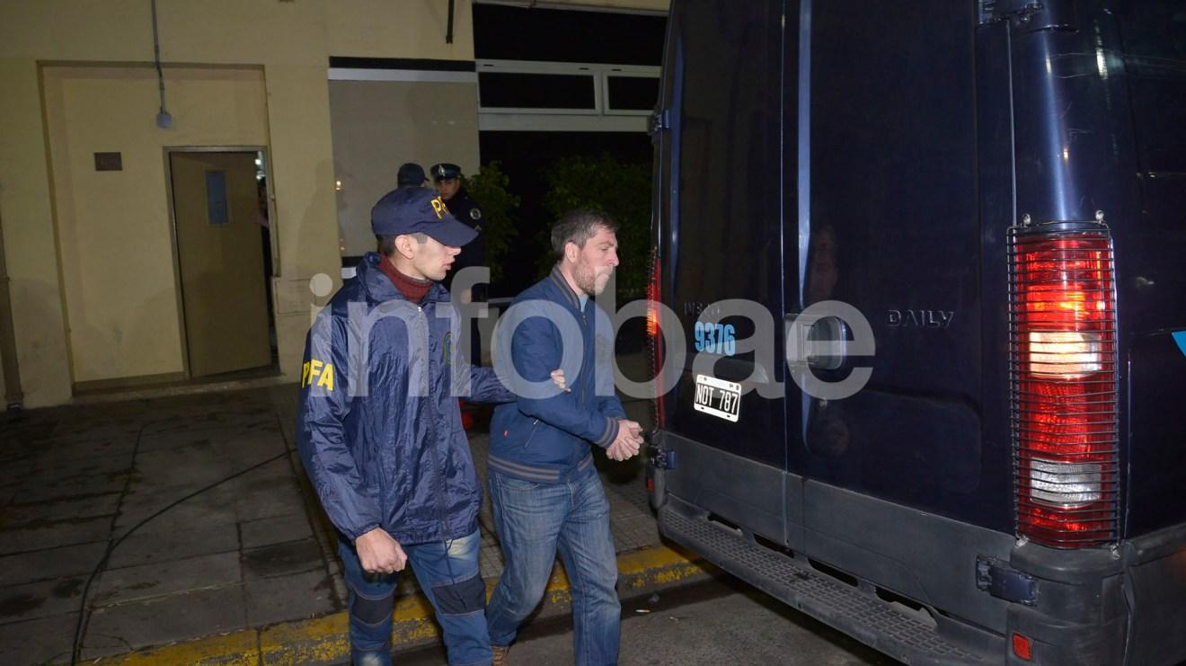 6.-Walter Fagyas, ex presidente de ENARSA, fue detenido el miércoles en su domicilio de la calle Tres de Febrero en la Ciudad de Buenos Aires
