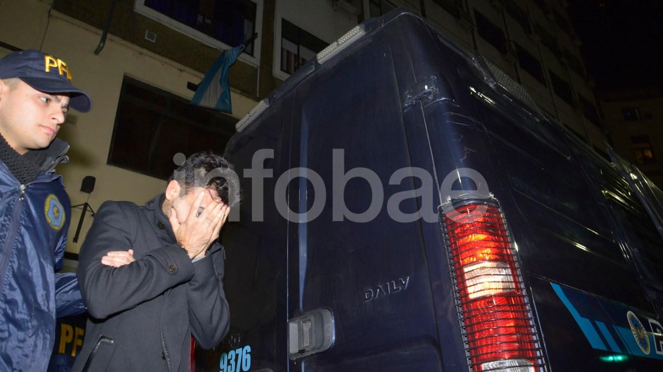 4.-Hugo Martín Larraburu, ex secretario de Juan Manuel Abal Medina en la jefatura de Gabinete de la Nación, quien al momento de ser detenido se encontraba trabajando en el Senado de la Nación