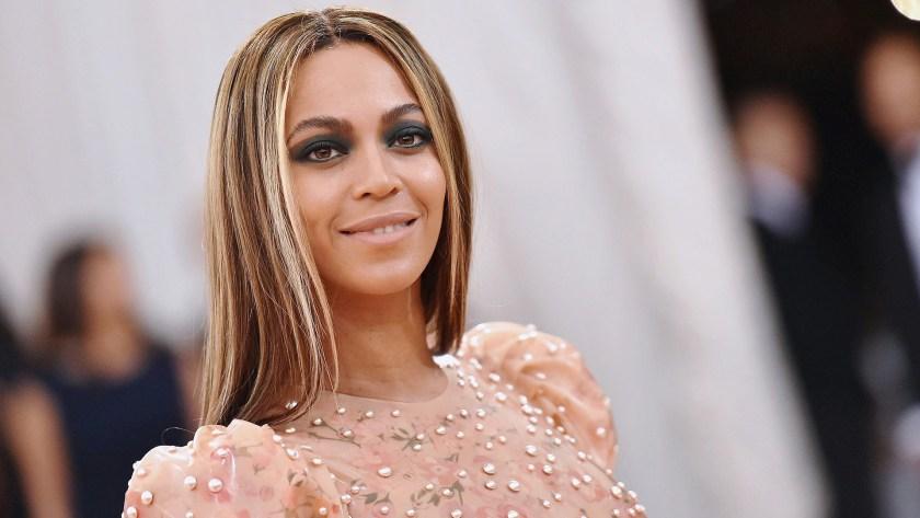 Beyonce revela que tuvo una cesárea de emergencia cuando parió a sus mellizos
