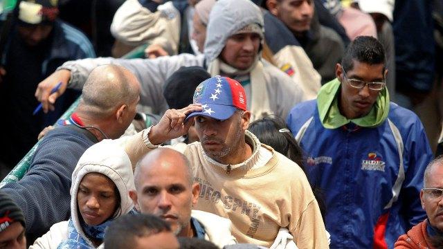 La medida activa los centros temporales de tránsito para los venezolanos (Reuters)
