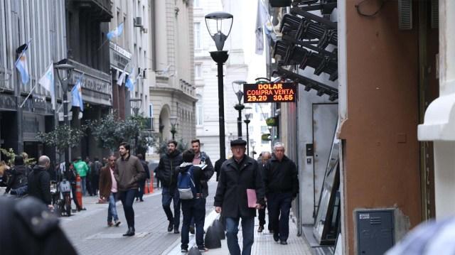 La calma cambiaria aún no impactó en las expectativas de consumo (Lihue Althabe)