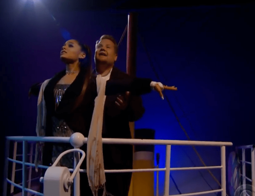 Ariana Grande y James Corden cantaron, Learn to Fly de los Foo Fighters, mientras recrearon la escena más icónica del filme de James Cameron