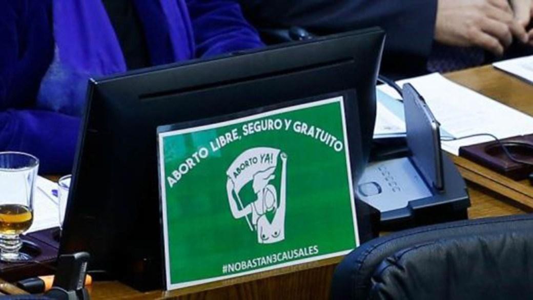 Una imagen por el aborto legal en el Congreso chileno (telesurtv.net)