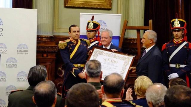 Los senadores Federico Pinedo y Juan Carlos Romero participaron del homenaje