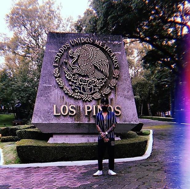 La constancia de que visitó la residencial oficial mexicana (Foto: Jon Boy)