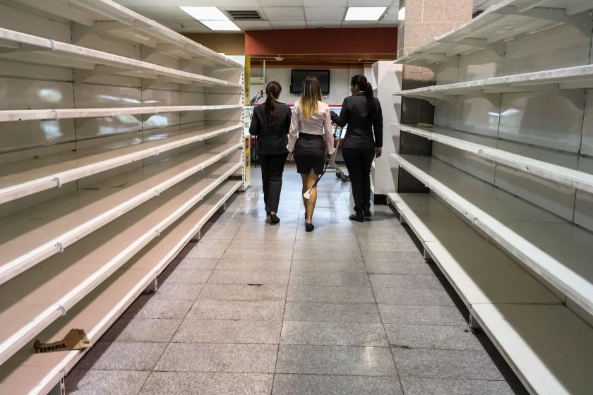 Fotografía de los estantes vacíos de un supermercado en Caracas (Venezuela). (EFE/Miguel Gutiérrez)