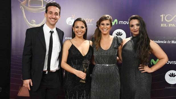 Malena Castaldi, ganadora por Telemundo, junto a su equipo