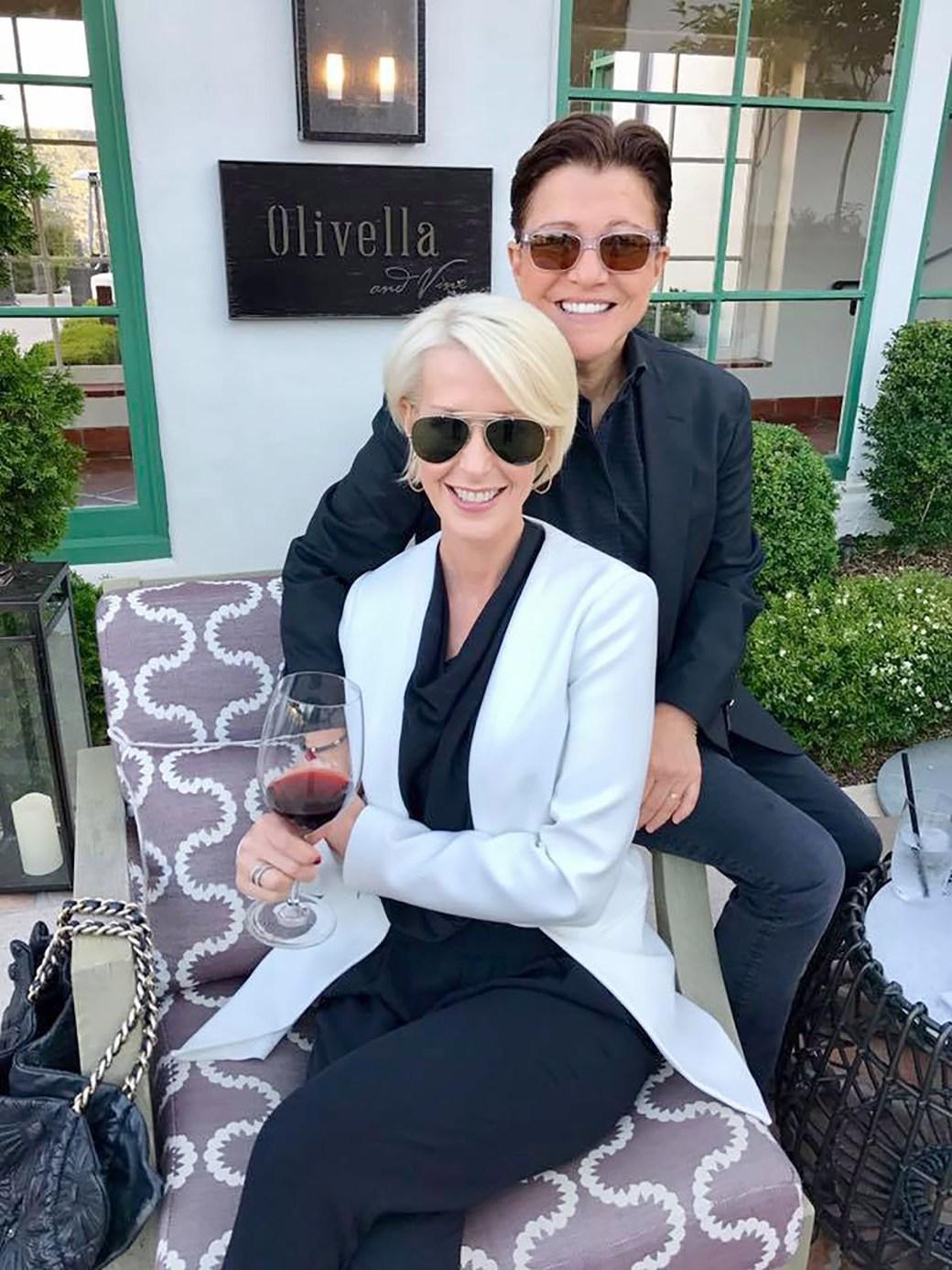 Michelle LeClair junto a la mujer que ama, Tena Clark, productora musical