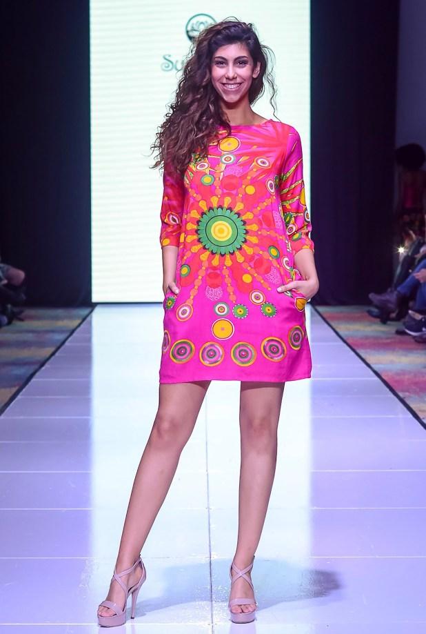 Sushmita con su colección colorida de aires retro