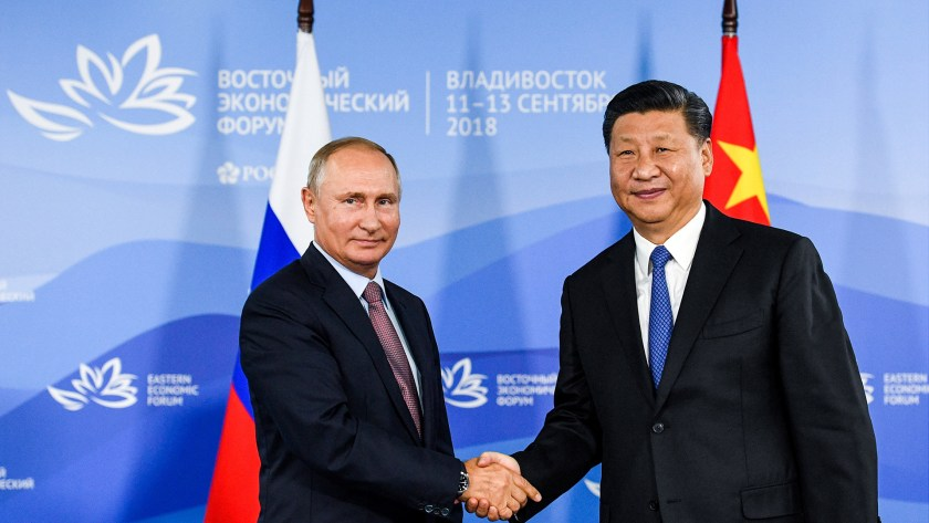 Vladimir Putin y el presidente de China, Xi Jinping. (Reuters)