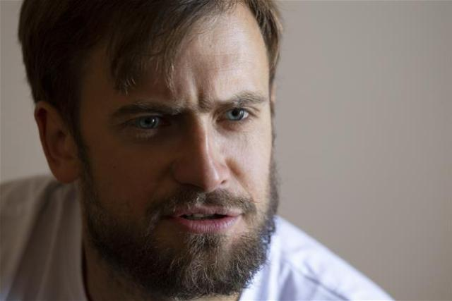 El artista y activista Pyotr Verzilov mostró síntomas de envenenamiento. (AP/archivo)
