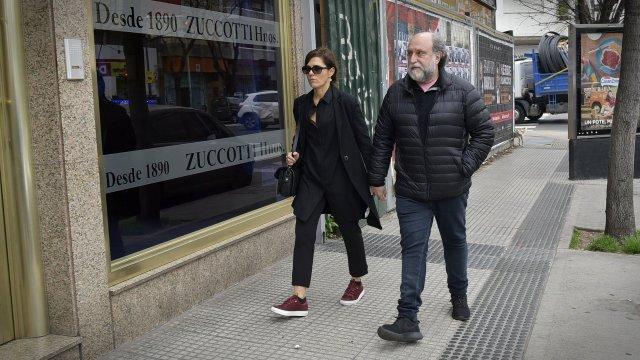 Andrea Pietra, de la mano de su pareja, el empresario Daniel Grinbank