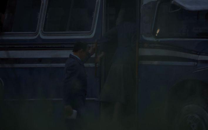 Una de las escenas del momento de la captura. Tras varios intentos fallidos por capturarlo, los agentes decidieron sorprenderlo al bajar del colectivo en medio de la noche