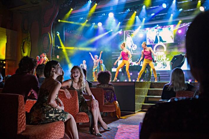 El entretenimiento a bordo no tiene límites: Costa ofrece un simulador 4D de Grand Prix, cines y teatros.