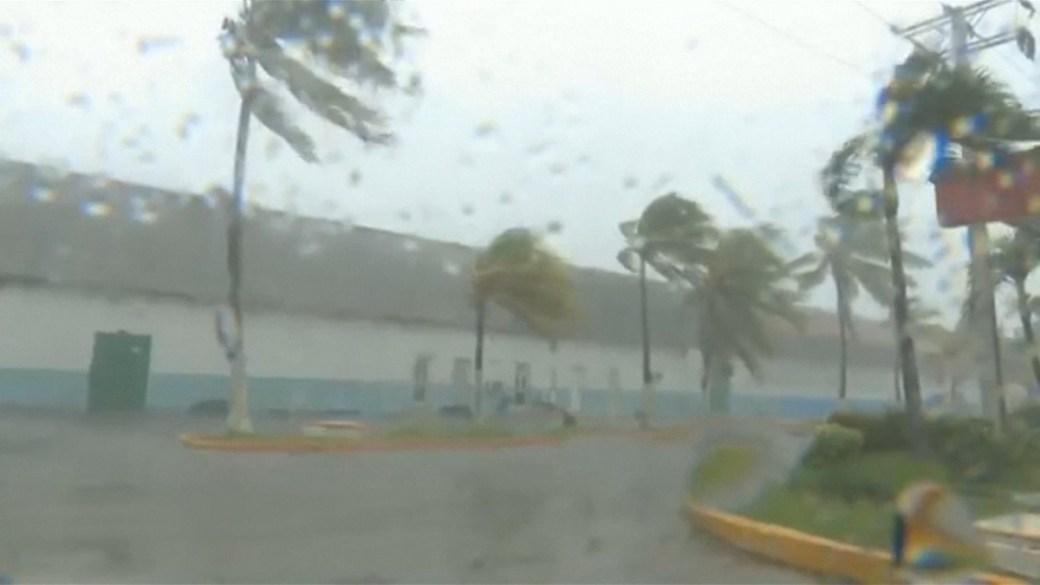 El paso del huracán Michael por Cuba (Captura video)