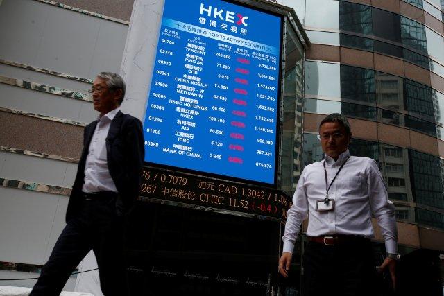 Una pantalla en la bolsa de Hong Kong, la más importante de Asia (REUTERS/Bobby Yip)